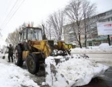 Комунальні служби Тернополя продовжують очищати місто від снігу